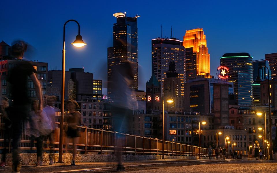 A skyline in Minneapolis - the perfect scenario for some fun in Twin Cities.