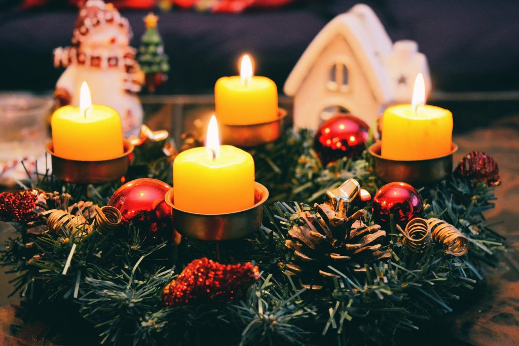 Searching for some low-budget Christmas decoration ideas? Candles are perfect!